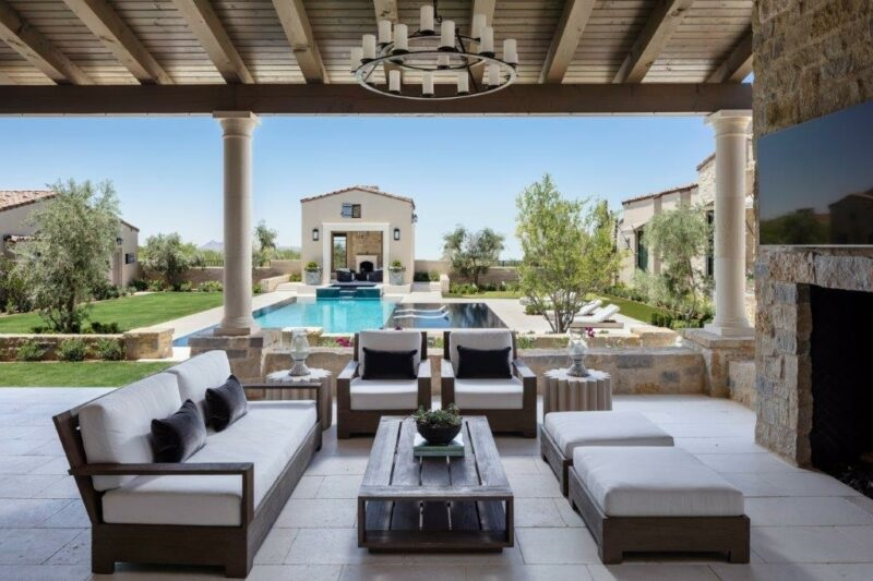 3 Must-Have Technologies for Entertaining in Your Outdoor Living Spaces